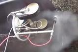 科技全视角:实拍:高压清洁机器人清洗布满海藻贝壳的船身