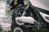 雅迪E7Li涉水骑行测试