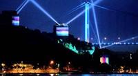 相比LED灯光秀,光影照亮的城市更魔幻