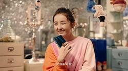 张子枫亲自示范独家可爱自拍教程