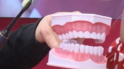 AWE2019:手动VS电动牙刷 哪个更干净?