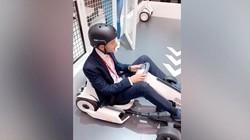 【MWC2019-在现场】外国小哥挑战小米卡丁车