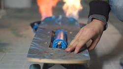牛人自制电动喷火滑板:时速30KM