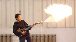 技术宅发明的喷火吉他拨