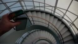 苹果和华为三星从螺旋楼梯扔下会发生什么?